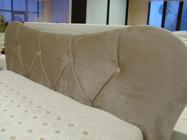 Интерьерная кровать Феодосия Норма