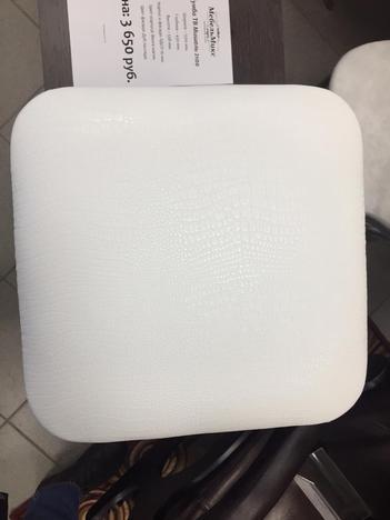 Табурет квадратный белый